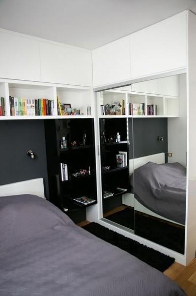 szafa w sypialni z lustrem