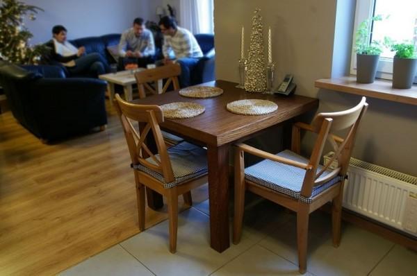 ozdobiony stolik do jedzenia