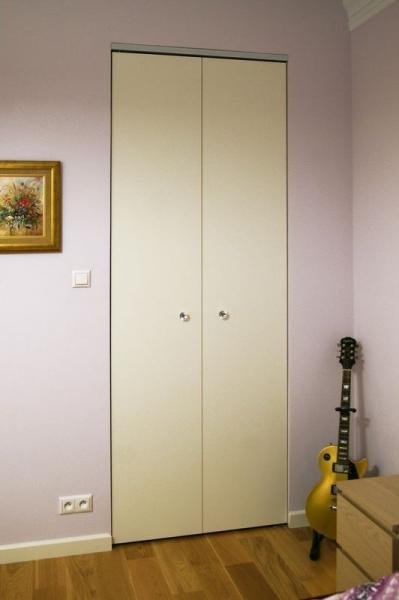 szafa schowana w ścianie